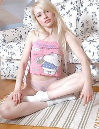 On the level Blondes Bedchamber